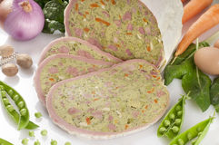 Gevulde borst van kalfsvlees op wit Royalty-vrije Stock Afbeeldingen