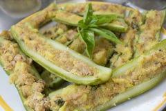Gevulde courgettebroodkruimels en parmezaanse kaaskaas Stock Afbeelding