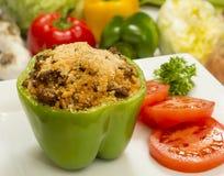 Gevulde groene paprika met rundvlees en rijst Stock Afbeeldingen