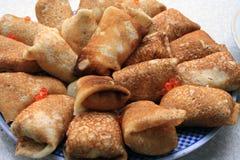 Gevulde pannekoeken met kaviaar Stock Foto's