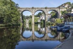 Gewölbte Eisenbahnbrücke bei Knaresborough, Yorkshire, England Lizenzfreies Stockfoto