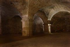 Gewölbte Kammer unter altem Tempel in Krzeszow lizenzfreie stockfotografie