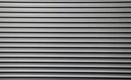 Gewölbte Metallwand-Täfelung lizenzfreie stockbilder