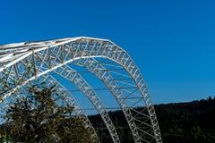 Gewölbte Stahlkonstruktion der Decke der speziellen überschüssigen Müllgrube in Koelliken die Schweiz stockfotos
