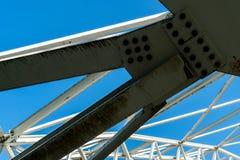 Gewölbte Stahlkonstruktion der Decke der speziellen überschüssigen Müllgrube in Koelliken die Schweiz lizenzfreies stockbild