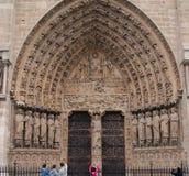 Gewölbter Eingang, Notre- Damekathedrale, Paris, Frankreich lizenzfreie stockbilder