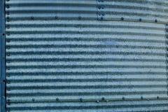 Gewölbtes Blau galvanisierte Stahlbehälterabschnitte stockfotografie