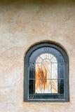 Gewölbtes Buntglas-Fenster Stockfotografie