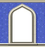 Gewölbtes Fenster, blaue Fliesen Lizenzfreies Stockbild
