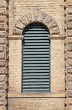 Gewölbtes Louvre-Fenster Lizenzfreie Stockfotos