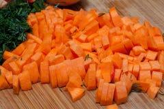 Gewürfelte Karotten für Suppe lizenzfreies stockfoto