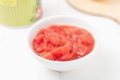Gewürfelte Tomaten, flache Schärfentiefe Stockbild
