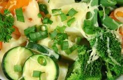 Gewürfeltes Gemüse mit Käse Lizenzfreies Stockfoto