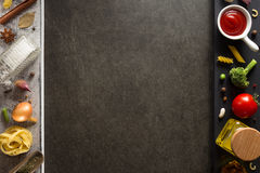 Gewürz und Kraut auf Tabelle lizenzfreie stockbilder