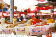 Gewürze auf dem Markt Stockfotografie