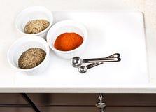 Gewürze benutzt beim Kochen Stockfotografie