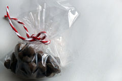 Gewürze für Glühwein, Muskatnuss in einer Geschenkbox Lizenzfreie Stockbilder