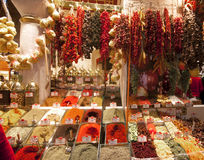 Gewürze, getrocknete Früchte und getrocknete Pfeffer. Stockfotografie