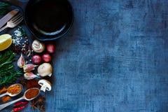 Gewürze mit Gemüse Lizenzfreie Stockbilder