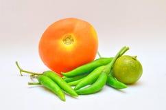 Gewürze, Tomate, Pfeffer und Kalk. Stockbild