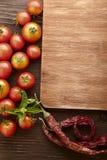 Gewürze und Gemüse in Erwartung des Kochens Lizenzfreie Stockbilder