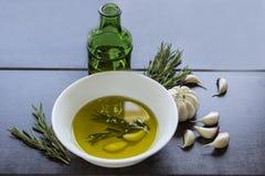 Gewürztes Olivenöl Stockfotos