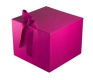 Gewaagde roze giftdoos met lint royalty-vrije stock afbeelding