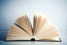 Gewaaid boek stock foto