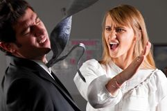 Gewalttätigkeit im Büro