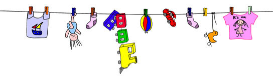 Gewaschene Spielwaren, die auf Seil trocknen   Stockfotos