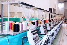 Gewebe: Industrielle Stickerei-Maschine Stockfotografie