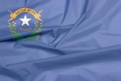 Gewebeflagge von Nevada Falte des Nevada-Flaggenhintergrundes stockbild