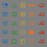 Gewebesorgfaltzeichen- und -symbolfarbikonen Stockfoto