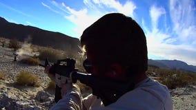 Gewehr AR-15 TEST Zündung 9 SLO MO stock footage