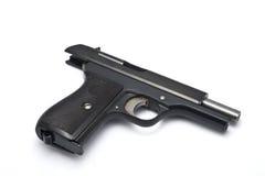 Gewehr aus Munition auf weißem Hintergrund heraus Lizenzfreie Stockbilder