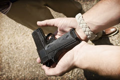Gewehr-Auslieferung Stockfotografie
