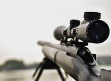 Gewehr mit einem Bereich und einem bipod lizenzfreie stockbilder