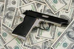 Gewehr und Geld Stockfotografie