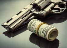 Gewehr und Geld Lizenzfreie Stockbilder