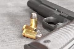 Gewehr und Gewehrkugeln Lizenzfreies Stockfoto