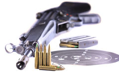 Gewehr und Gewehrkugeln   Lizenzfreie Stockbilder
