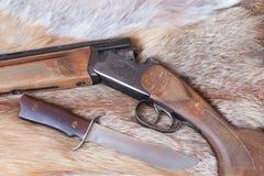 Gewehr und Messer Stockbilder
