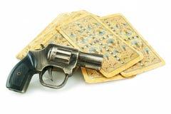 Gewehr und Satz Karten Lizenzfreie Stockbilder