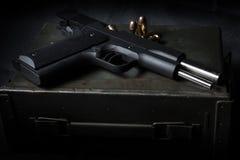Gewehre und Munition Stockfotos