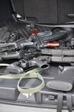 Gewehren im Auto Stockfotos