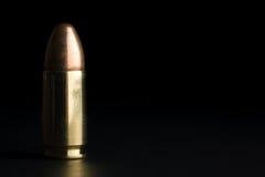 Gewehrkugel auf Schwarzem Lizenzfreie Stockfotografie