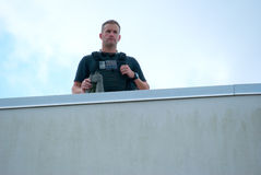 Gewehrkugel-Beweisweste der Geheimagent-Polizei tragende Lizenzfreie Stockfotos