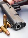 Gewehrkugel und Gewehr Stockfotografie
