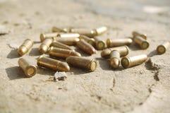 Gewehrkugeln aus den Grund Stockfoto