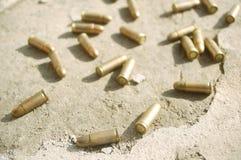 Gewehrkugeln aus den Grund Stockbild